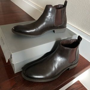 Kenneth Cole brown Chelsea boots with box